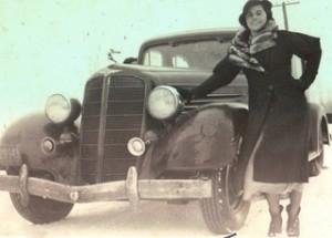Car-posing 1935 blue sky