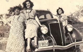 Mom & Daughters Car-posing