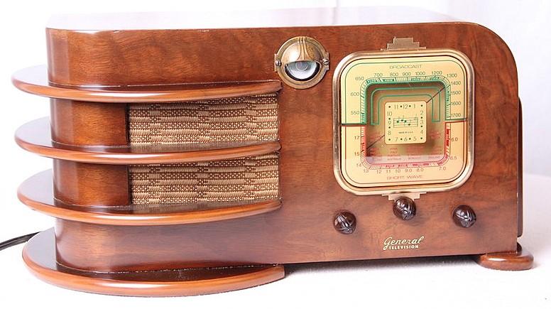 VINTAGE RADIOS: EYE CANDY OR EAR CANDY?